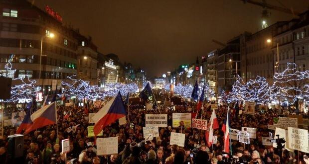 تظاهرات در چک با درخواست استعفای نخست وزیر میلیاردر