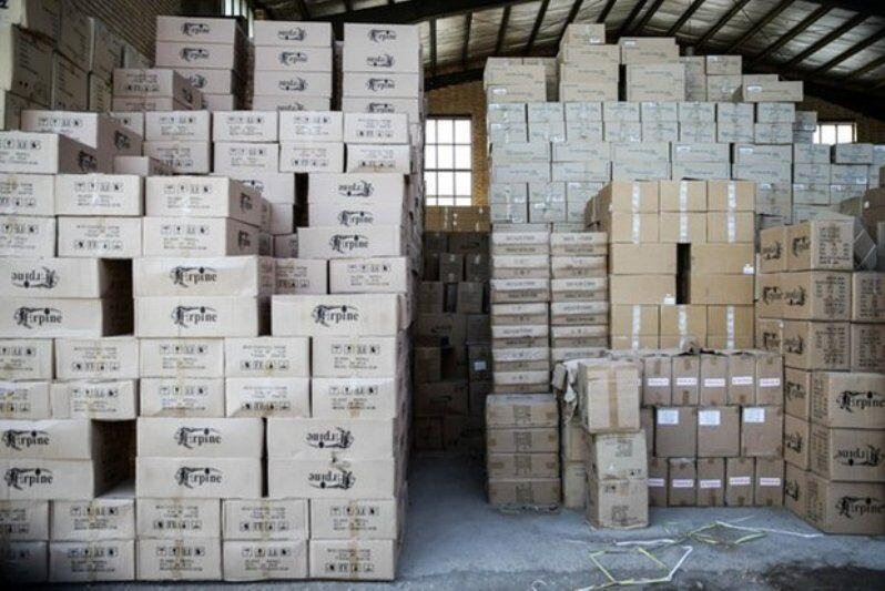 خبرنگاران کشف انبار احتکار 2 هزار و 460 لیتر الکل در اهواز