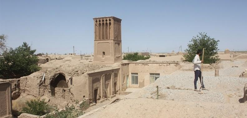 بازسازی اضطراری خانه تاریخی ضیایی در سه قلعه سرایان