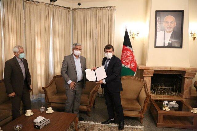 امضای دفتر یادبود جان باختگان حمله به دانشگاه کابل توسط انجمن اسلامی مدرسین دانشگاه ها