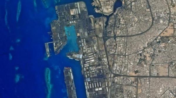 (فیلم و عکس) انفجار در یک نفتکش در بندر جده عربستان