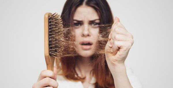 درمان ریزش مو در زنان با استفاده از دارو و تغییر سبک زندگی
