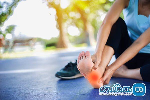 دلیل داغ شدن کف پا چیست؟